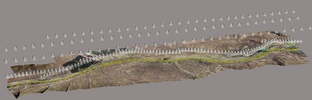 Images aérotriangulées et nuage de points 3D généré.